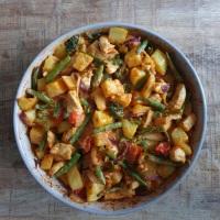 Aardappel ovenschotel met kip, sperziebonen en broccoli